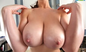 Lana Kendrick strips down in her kitchen and looks tasty