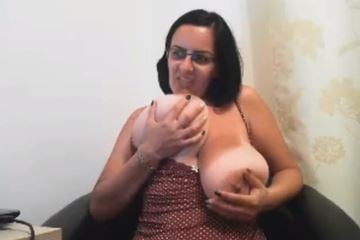 Colombian mom with gigantic tits on webcam